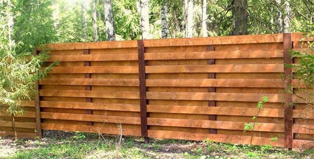 Забор на даче своими руками из подручного материала